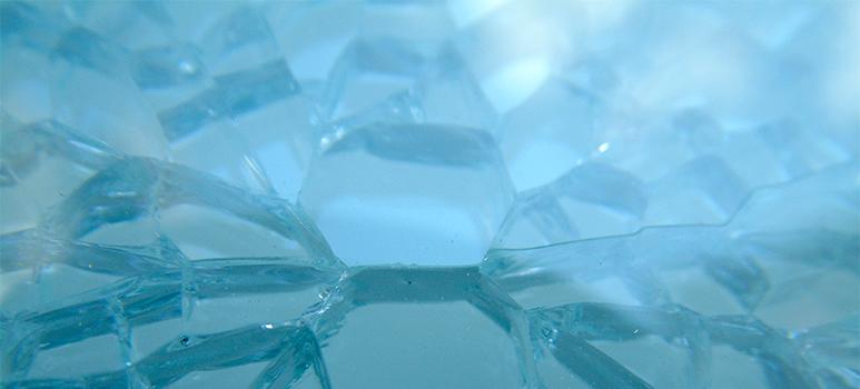sprickmönster i härdat glas